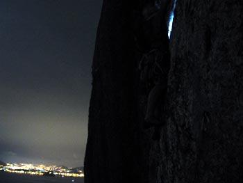 17:44h - Bernardo Collares na base da via Waldo, 6° VIIa (A1/VIIc), 360 metros.